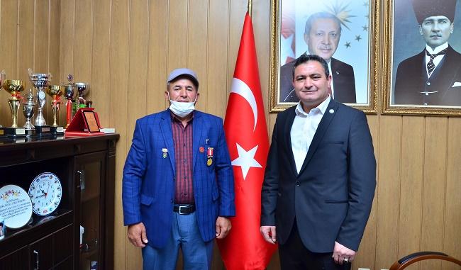 Yıllar sonra ünvanını kazanan Gazi'den Başkan Altuntaş'a ziyaret