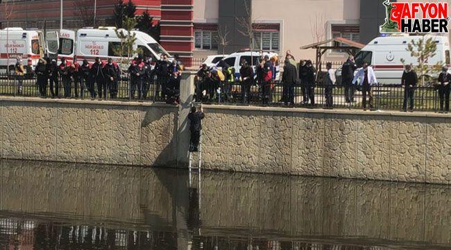 Afyon'da 63 yaşındaki bir adam Akarçay'a atladı