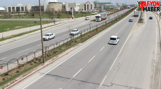 Afyon'da beklenen araç ve yolcu yoğunluğu yaşanmadı