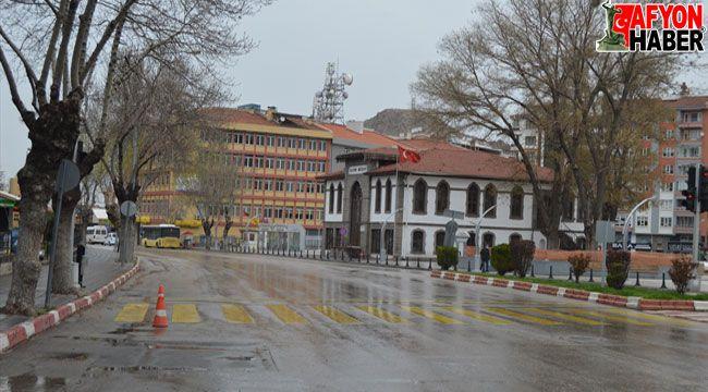 Afyon'da cadde ve sokaklarda sessizlik sürüyor