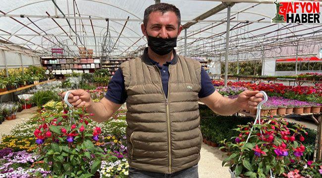 Afyon'da çiçekçiler sezona hazır