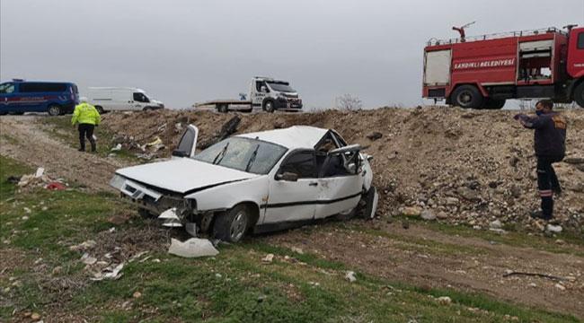 Afyon'da iki otomobil çarpıştı: 5 yaralı