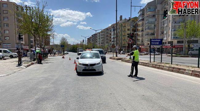 Afyon'da kısıtlamanın ilk gününde sokaklar boş kaldı