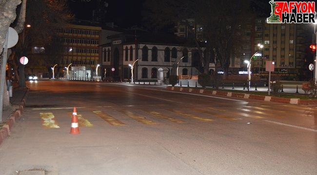 Afyon'da sokağa çıkma kısıtlaması başladı, caddeler boş kaldı