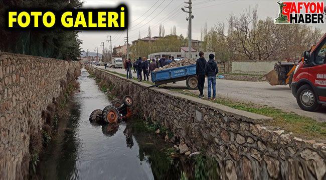 Afyon'da su kanalına devrilen traktörün sürücüsü yaralandı