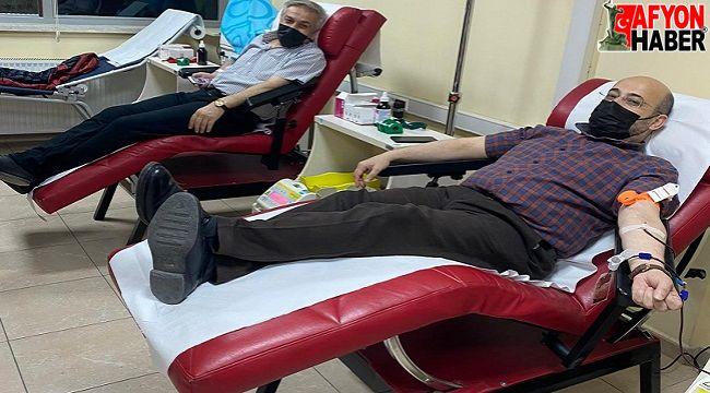 Afyon TÜRKAV üyeleri kan bağışında bulundu