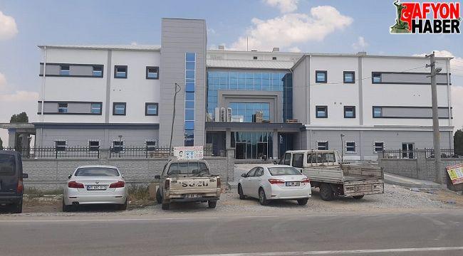 AK Parti'den Sinanpaşa Devlet Hastanesi açıklaması: Hayal bile edemeyenler tuvalet diyor!..