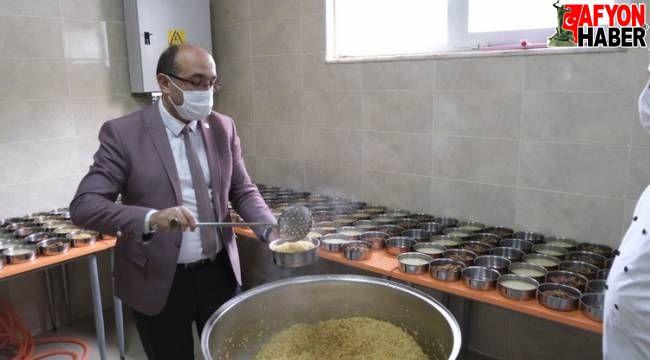 Sandıklı Belediyesi, 7 yıldır, yılın 365 günü sıcak yemek dağıtıyor