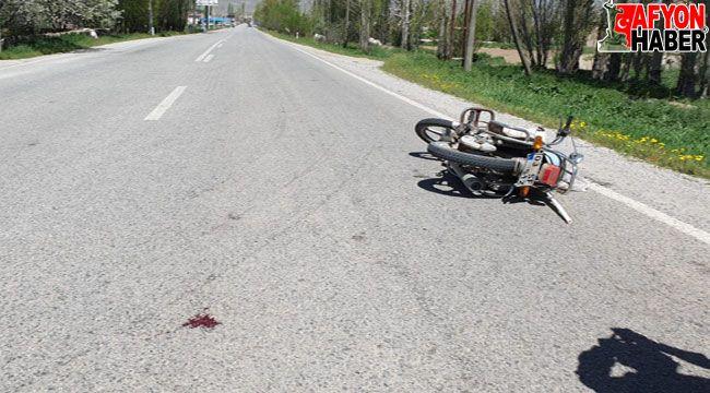 Şuhut'ta otomobil ile motosiklet çarpıştı: 1 yaralı