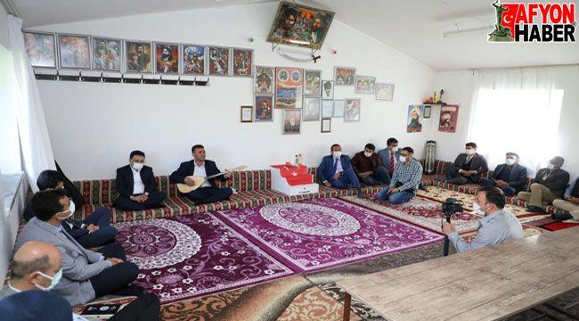 Vali Çiçek, Şuhut'ta Kayabelen ve Bozan Köylerini ziyaret etti