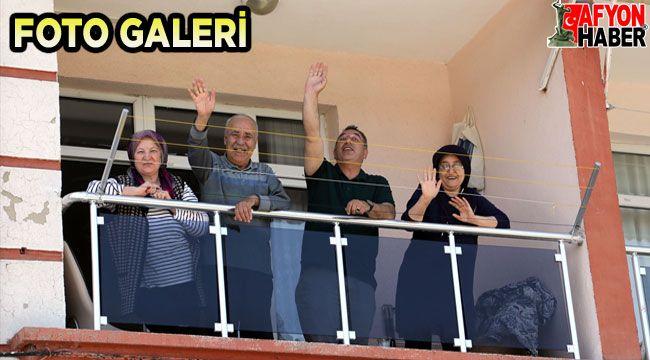 Afyon'da bu sene bayram coşkusu balkonlarda yaşandı