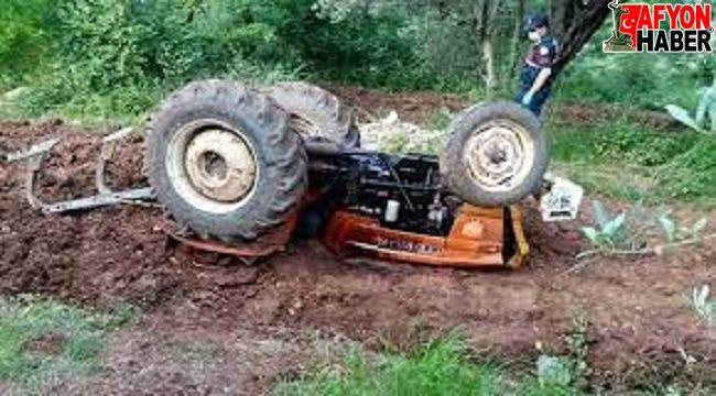 Afyon'da devrilen traktörün altında kalan sürücü hayatını kaybetti