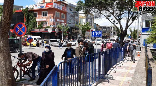 Afyon'da tam kapanmadan sonra herkes sokaktaydı