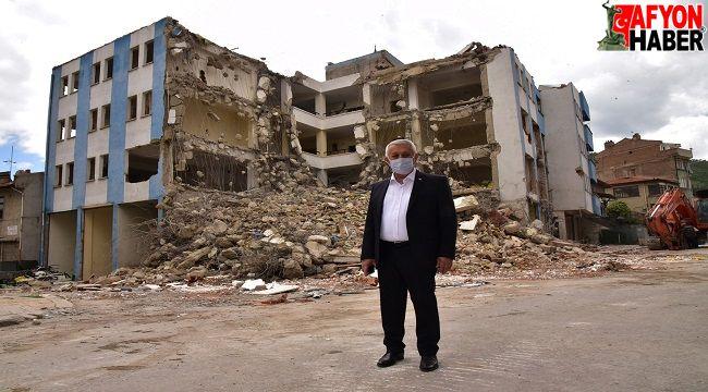 Eski Bağ-Kur binası yıkımına başlandı
