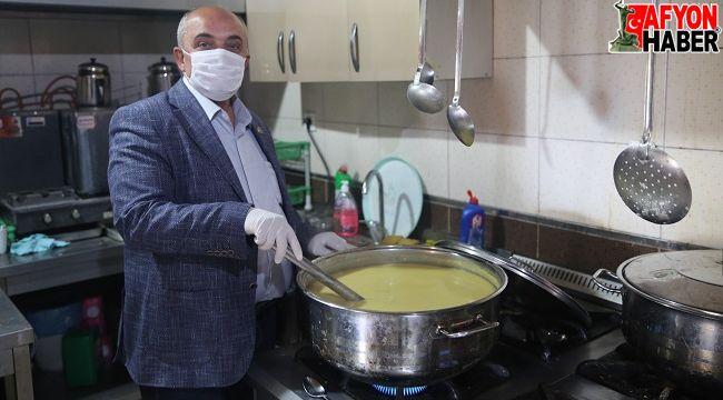 Hayırseverler destek oldu, İhsaniye Belediyesi iftara sıcak yemek dağıttı