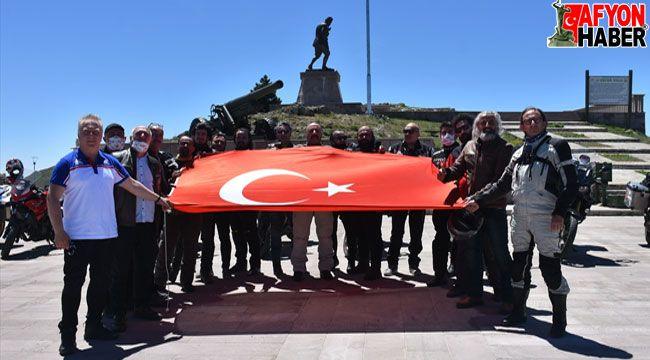 Motosiklet markalarının Türkiye yöneticileri Kocatepe'ye çıktı