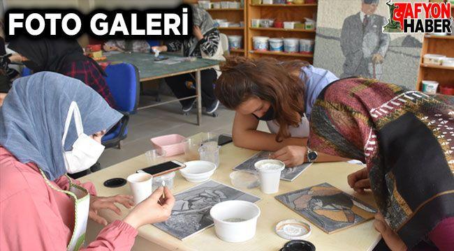 Afyon'da kadınlar atık mermerlerden mozaik tablo yapıyorlar