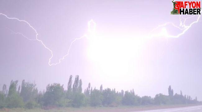 Afyon'da sağanak yağış etkili oldu