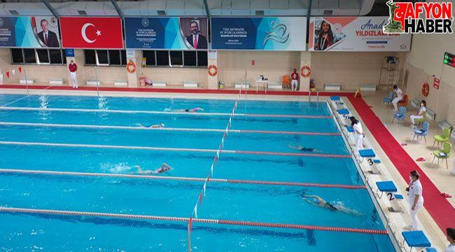 Afyon'da yüzme müsabakaları başladı