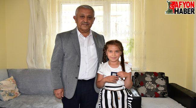 Başkan Zeybek'ten Medine Nur'a sürpriz ziyaret