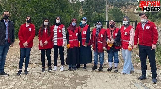 Kızılay gönüllüleri Erkmen Göletinde çöp topladı