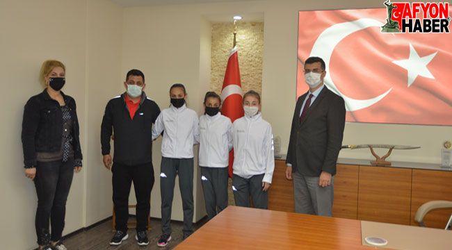 Milli Sporculardan Serhat Korkmaz'a ziyaret