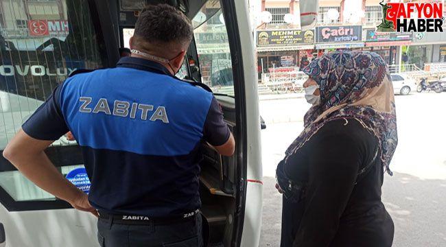 Zabıta dilenciyi yakalayıp otobüsle ilçeden çıkardı