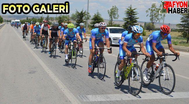 Ömer Halisdemir 5. Ulusal Bisiklet Turu'na katılan sporcular Afyon'a geldi
