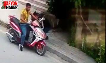 Motosikletle gelip aküleri böyle çaldılar
