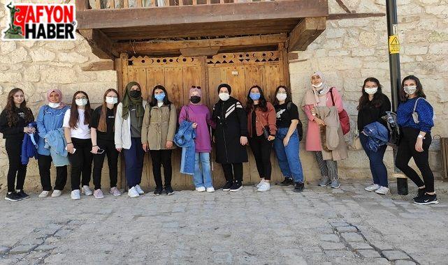 Afyon'a ilk kez gelen öğrenciler Frig Vadisi'ni gezdi