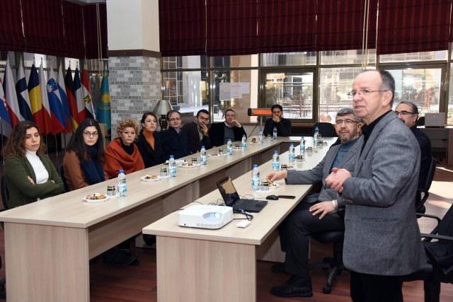 CAFE ERASMUS'TA SEMİNER VERİLDİ