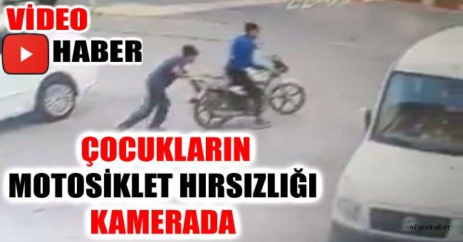 ÇOCUKLARIN MOTOSİKLET HIRSIZLIĞI KAMERADA