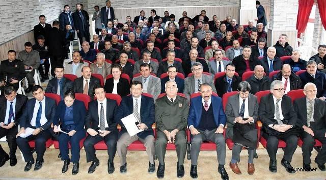 VALİ TUTULMAZ BOLVADİN'DE  MUHTARLARLA BİR ARAYA GELDİ