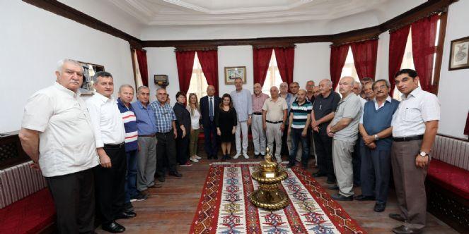 """SON 150 YILA IŞIK TUTAN """"RENGİGÜL"""" KİTABI TANITILDI"""