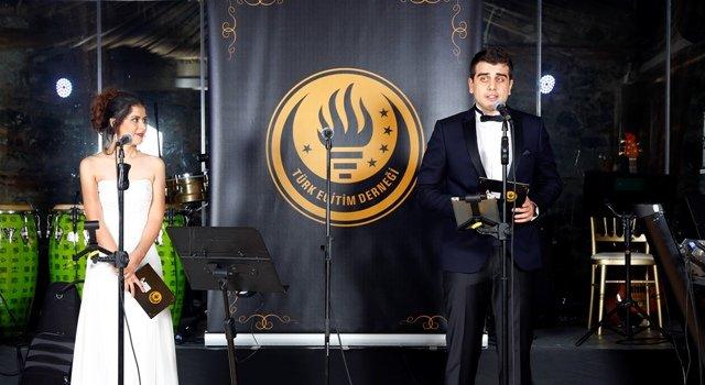 TÜRK EĞİTİM DERNEĞİNİN CUMHURİYET BALOSU'NDA 33 MEŞALE YAKILDI