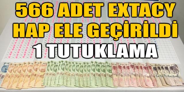 566 ADET EXTACY UYUŞTURUCU HAP ELE GEÇİRİLDİ. 1 TUTUKLAMA